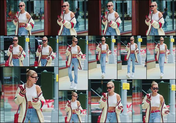 - ''•-22/05/18-' : Hailey Baldwin a été photographiée alors qu'elle se trouvait dans les rues de la Grosse Pomme. Habillée aux couleurs de la marque Gucci, la blondinette ne se sépare toutefois pas de son sac rouge Supreme. Je lui accorde un gros top pour la tenue ! -
