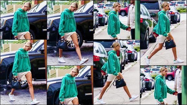- ''•-10/06/18-' : Hailey Baldwin se rendait au lieu de la « Vous Conference » se déroulant dans la ville de Miami. Cette conférence a lieu dans l'église d'Hillsong Calvary depuis plusieurs jours, auxquels Hailey Baldwin y assiste avec le chanteur Justin Bieber. Gros bof ! -
