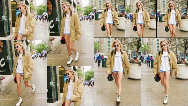 - ''•-13/06/18-' : Hailey Baldwin a été photographiée alors qu'elle se rendait dans un hôtel situé dans New York. C'est encore dans la même tenue que la mannequin américaine a été photographiée dans les rues de la Grosse Pomme, où elle réside en temps normal ! -