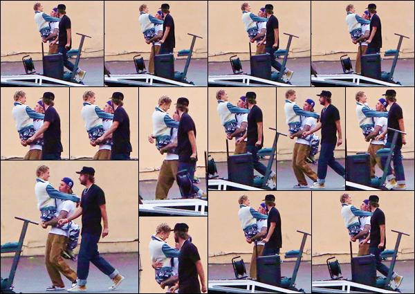 - ''•-19/06/18-' : Hailey Baldwin se trouvait sur le tournage du vidéo-clip de Bieber, dans la ville de Los Angeles. Le couple, visiblement plus complice que jamais, se trouvait aux côtés de Ryan Good qui travaille depuis longtemps avec le chanteur canadien. Ton avis ? -