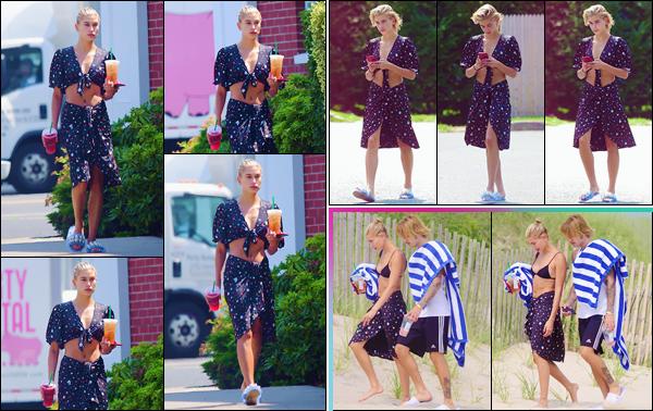 - ''•-03/07/18-' : Hailey Baldwin a été photographiée sur une plage dans les Hamptons, accompagnée de Bieber. Le couple a à nouveau été pris en photo côte à côte, alors qu'ils se déplaçaient dans le sable chaud d'une des plage new yorkaise. Bikini noir pour Hails ! -