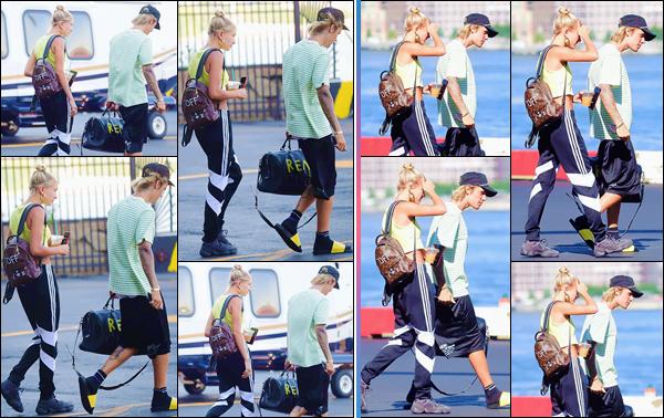 - ''•-10/07/18-' : Hailey Baldwin a été photographiée en quittant un jet privé avec Justin Bieber dans New York. Alors qu'ils ont scellé leur nouvel union dans les paradisiaques Bahamas, les deux amoureux remettent les pieds dans la ville de résidence d'Hailey. Bof ! -