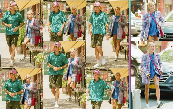 - ''•-13/07/18-' : Hailey Baldwin quittait le restaurant « The Smile » qui se trouve situé à Downtown Manhattan. Les deux amoureux ont à nouveau été aperçus dans la ville de New York. Pour ma part, je n'aime pas la tenue d'Hailey, qui ne me semble pas agencée. -