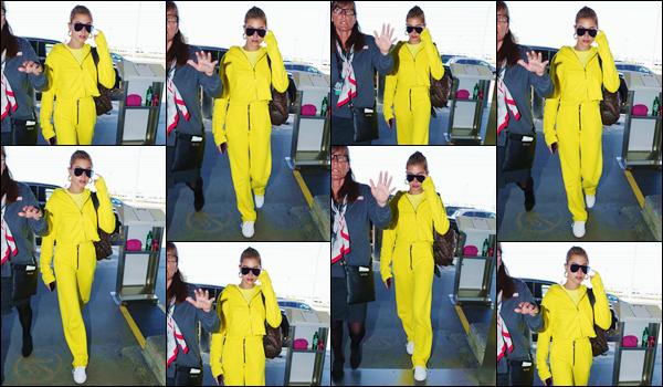 - ''•-22/07/18-' : Hailey Baldwin arrivait à l'aéroport international de « LAX », situé dans la ville de Los Angeles. Première photographiée à l'hôtel Waldorf Astoria avec Justin Bieber à Beverly Hills, la blonde quitte finalement Los Angeles et toute seule. Un gros flop ! -