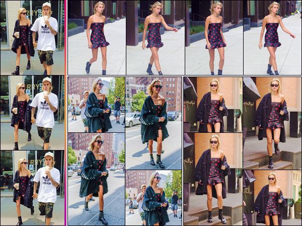 - ''•-27/07/18-' : Hailey Baldwin quittait le café « Barry's Bootcamp » avec son fiancé Justin Bieber dans Tribeca. Le couple a d'ailleurs été aperçu en quittant les lieux de la boutique : « Patron of The New » dans Tribeca, avant de se rendre au café. C'est un gros top. -