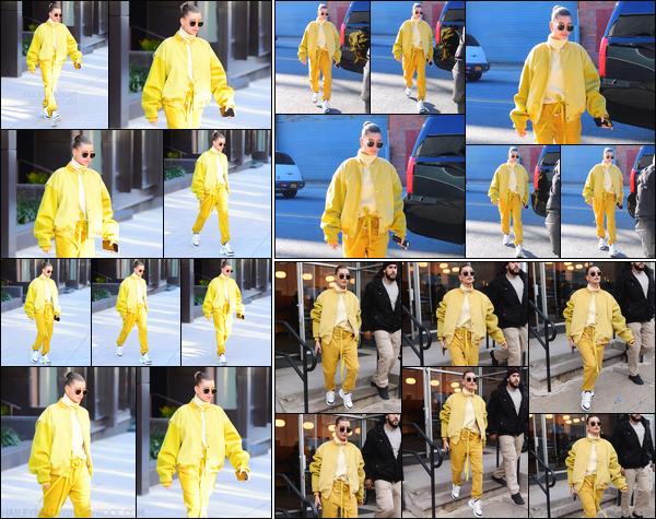 - ''10/12/2018''•La jolie Hailey Baldwin a été photographiée lorsqu'elle quittait son appartement, à Brooklyn. Plus tard, Hails Baldwin a été aperçue alors qu'elle se rendait à un photoshoot, àNew York'! Puis, Hailey quittait un studio,à New York'! -