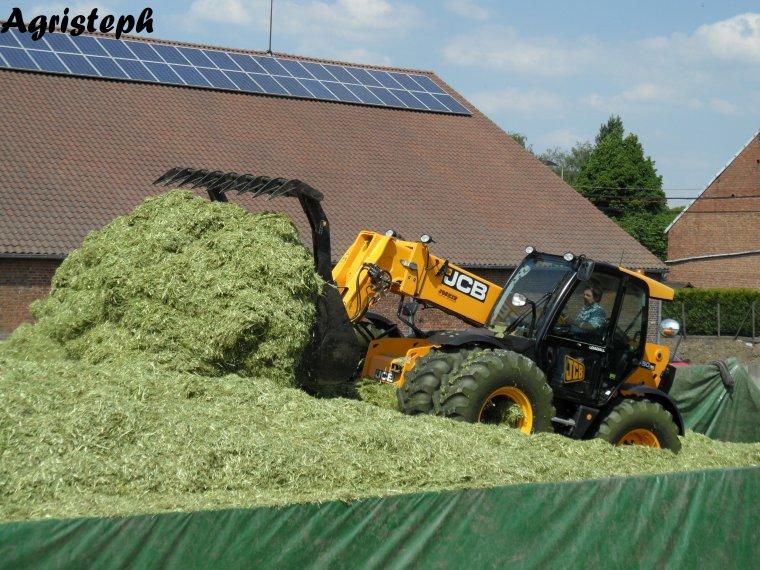 Ensilage d'herbe chez Dupuis par Herens