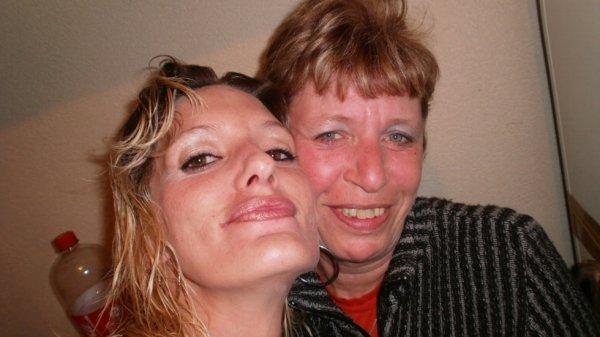 moi et ma maman jtaime a mort maman <3
