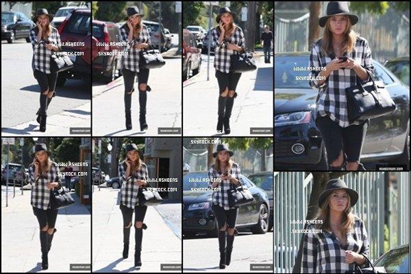 . 16/10/13___ Ashley toute belle qui a été repéré en train de se promener à Santa Monica__.