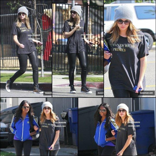 . 18/10/13___ Ashley  est allé déjeuner, avec  son amie Melissa Victor à West Hollywood__.