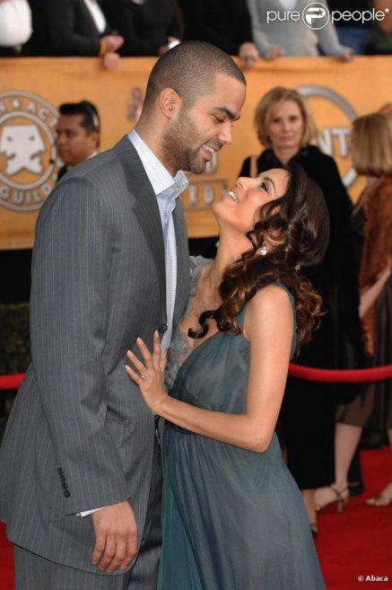Il faut se méfier des couples idéaux : ils aiment trop être beaux; ils se force à sourire, comme s'ils assuraient la promotion d'un nouveau film au Festival de Cannes