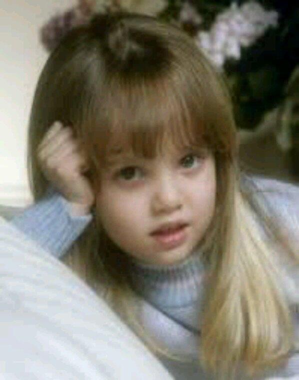 Kristina la fille de krystle et Blake Carrington