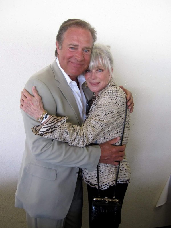 John James et Linda Evans