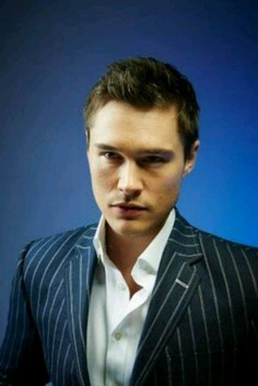 Sam underwood le nouveau Adam Carrington