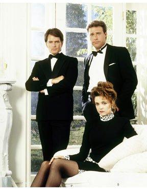 Photo inédite Gordon Thomson, John James et Emma Samms (Adam, Jeff et Fallon 2 ) dans la version années 80