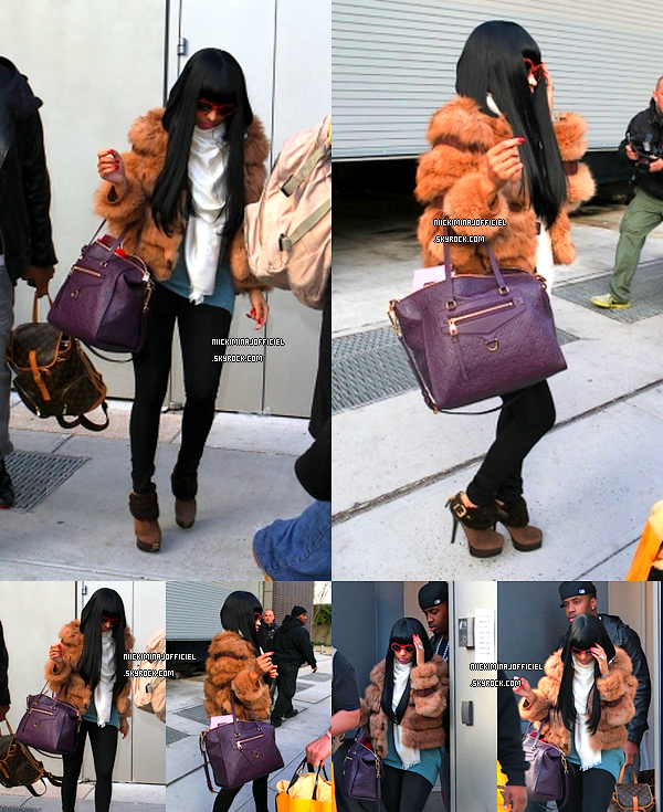 . 09.12.11 - Nicki quittait son hotel à New York après sa fête d'anniversaire en compagnie de son ami Samuel Safaree..