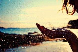 94. Q'importe le temps, qu'emporte le vent, mieux vaut ton absence que ton indifférence.