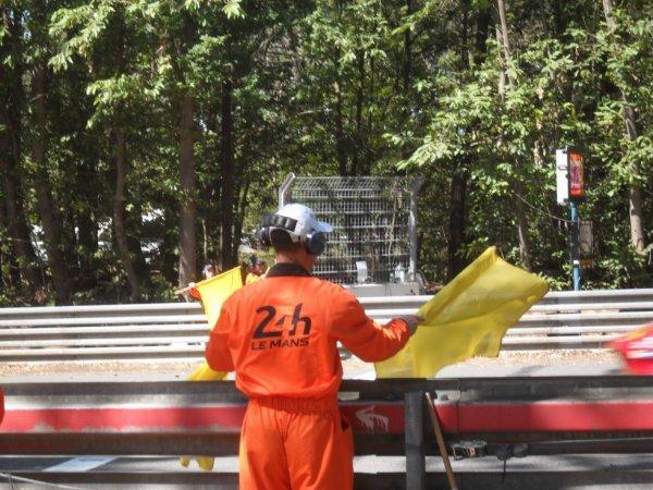 moi au poste 17 b avec double drapeau jaune