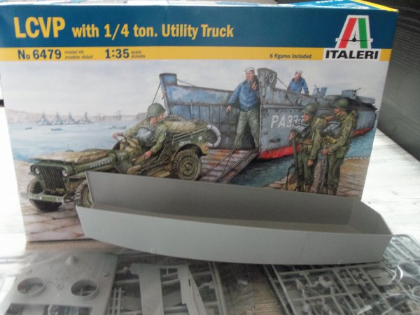 Lcvp + jeep willys 1/35 italeri