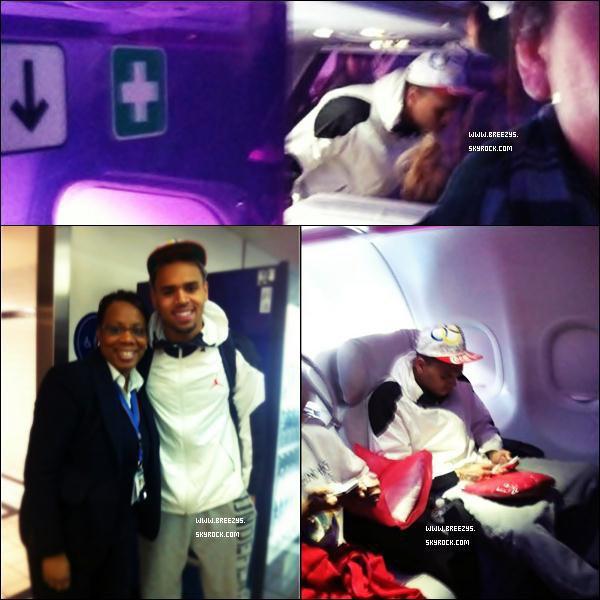 """. Chris apperçu a L'aeroport at LAX Pour """"Tappahannock"""".... Chris A postée Une Photos Sur Son Compte Twitter ."""