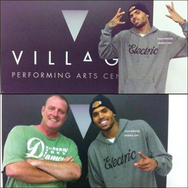 """. """"Breezys"""" : - Chris Brown était au Village Performing Arts Centre à Sydney. !!. Chris A Poster Des Photos Sur SonCompte InstagramVia Twitter !!!  ."""