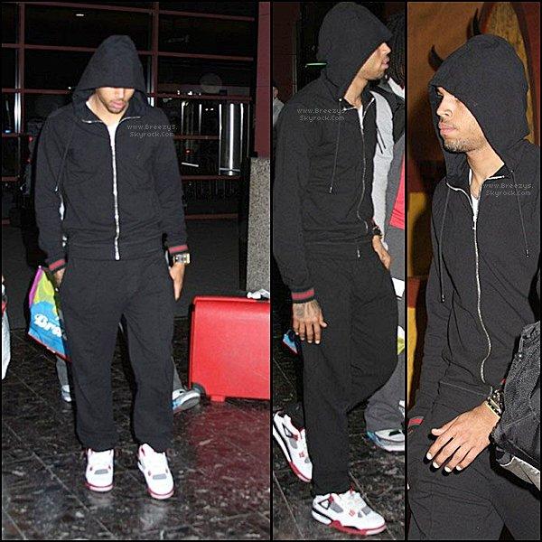 """. ♦ Breezys : - Chris Brown a éte vu a L'aéroport """"TheMcCarran International """" a Las Vegas. #SweetLove en Exclu +Video de Chris postées surVimeoVia Twitter !!!  ."""
