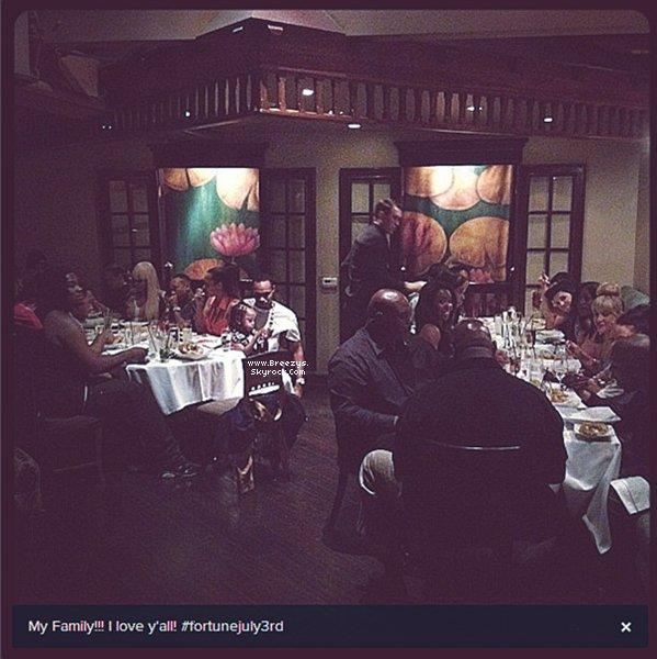 """. ♦ #Breezys :-Chris a été vu Avec Plusieurs Amis Pour Célébrer La Sortit De #FORTUNE au """"Crustacean"""" in """"Beverly Hills"""".  ."""