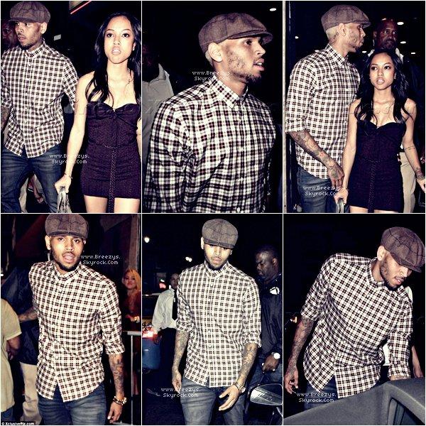 """. 29août2012 - Notre beau Chris Brown au """"SupperClub"""" la nuit dernière.. Tenue, Top ou Flop ? Le 28 août Chris était sur Le Tournage Du Clip """"Don't Judge Me"""". ."""