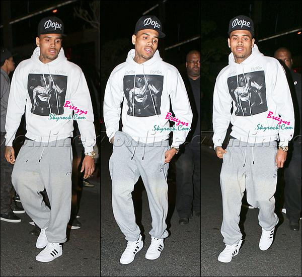 """. Chris B. apperçu en quittant les restaurant """"BOA"""" pour l'anniversaire de Sean Kingston a Los Angeles. ."""