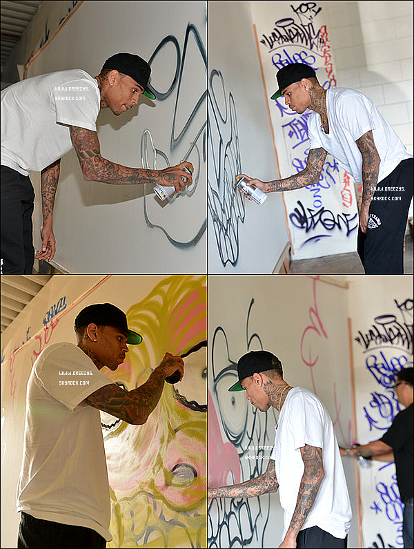 . 15.03.2013 : Le beaux Chris Brown a réaliser un graffiti pour récolter des fonds pour des associations caritatives a Los Angeles. .