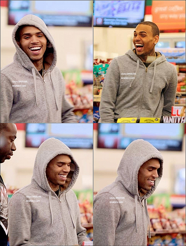 ". 23.03.2013 : Le beaux Chris Brown apperçu dans un magasin ""7 eleven"" Los Angeles. ."