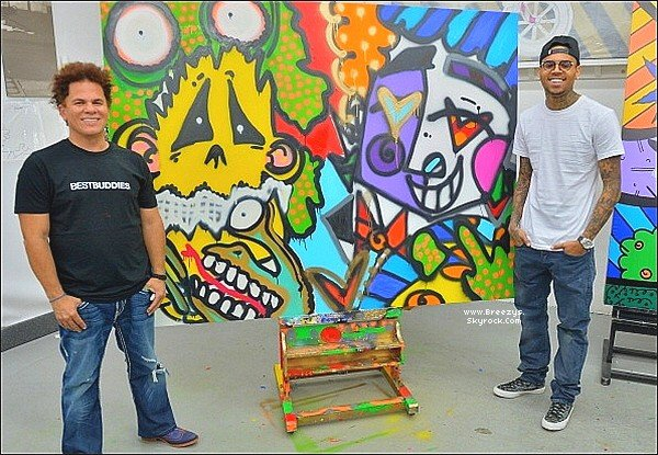 """. 28.03.2013 : Le beaux Chris Brown a été peint pour soutenir l'association """"Best Buddies"""" a Miami. ."""