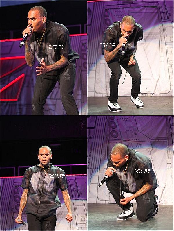 """. 1.06.2013 : Chris a été présent au """"Summer Jam"""" a Boston. ."""