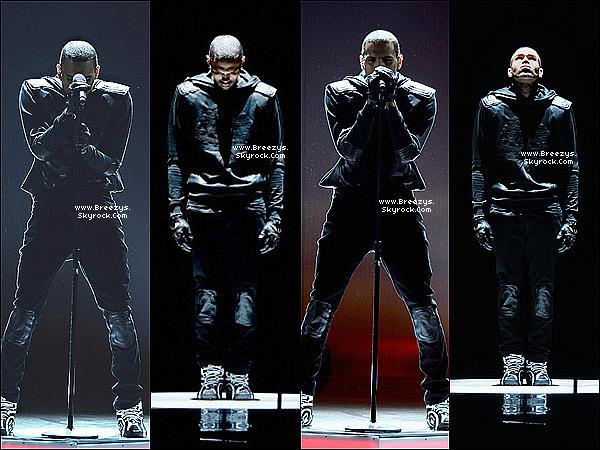""". 30.06.2013 : Chris été présent au """"Bet Awards 2013"""" a Los Angeles. ."""