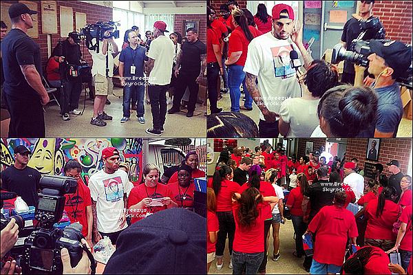 . 20.07.2013 : Chris a participé a la marche dans le cas des chaussure de l'unité a campanella park a Compton. .