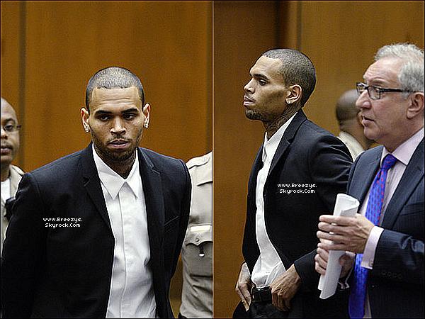 . 16.08.2013 : Chris a été présent au tribunal pour sa probation Los Angeles. .