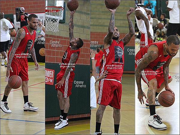 """. 07.09.2013 : Chris été présent pour jouer au basket a """"Rock Life's Charity"""" a Los Angeles. ."""