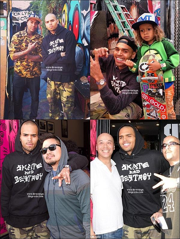 . 15.11.2013 : Chris a été repérer par les paparazzi pour soutenir une charité a Los Angeles. .