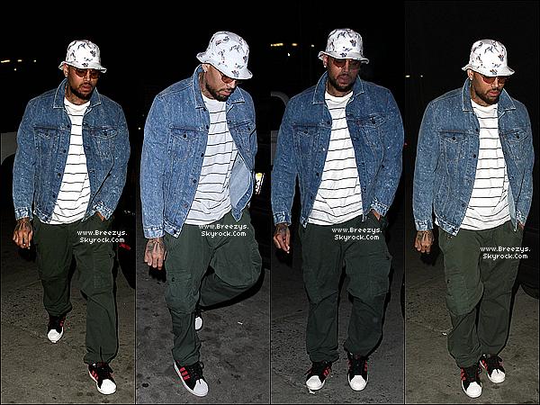 . 08.06.2014 : Chris a été repérer par les paparazzi devant kazuya restaurant a Los Angeles. .
