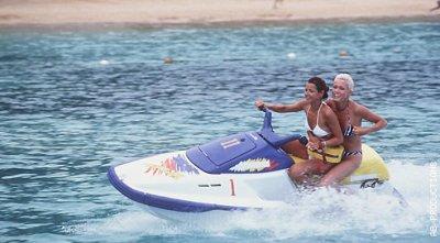 Manuela & Cynthia dans les vacances de l'amour