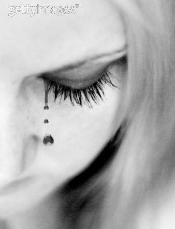 Chapitre Vingt J'ai perdu mon chemin Et ce n'est pas longtemps avant que tu sombres Je ne peux pas pleurer Parce que je sais que dans tes yeux, c'est un signe de faiblesse. Because of You, kelly Clarkson Chapitre Vingt-et-un J'ai oublier comment sourire Pour devenir plus fort Mais si nous sommes ensemble Surement que je réapprendrai A little Pain Trapnest Chapitre Vingt-deux  Au diable ma fierté et que tombent les larmes De mes yeux Ce soir j'ai envie de pleurer Tonight I wanna cry Keith Urban