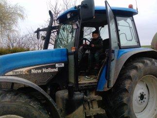 lucas dans le tracteur