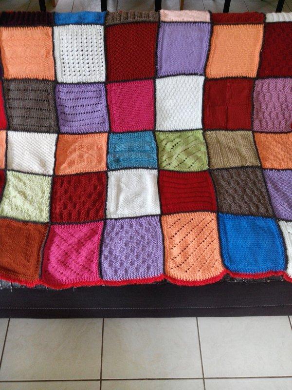 Plaid au tricot pour mon canapé