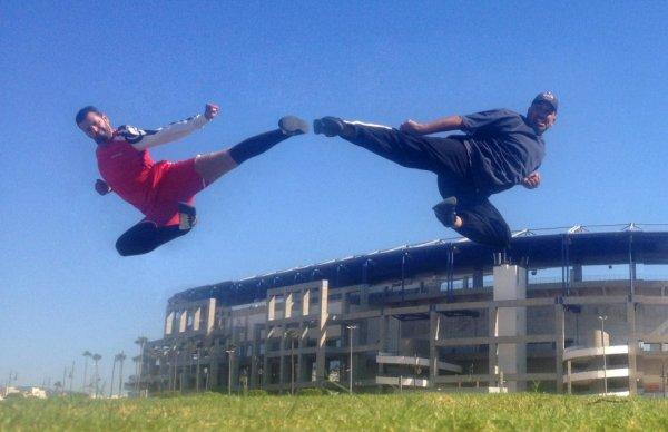 Twin Jump Kick Tanger