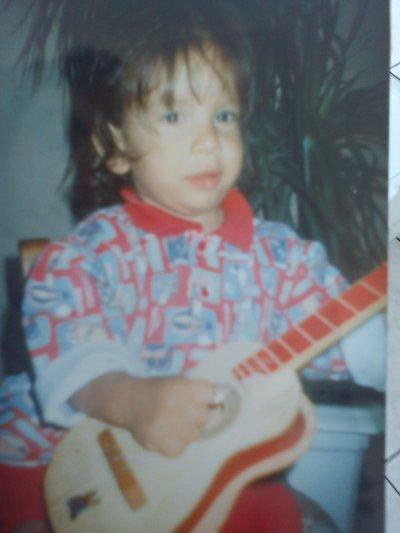 Mwa quand jetait tout petit avec ma guitare Ptdrr !!!!!