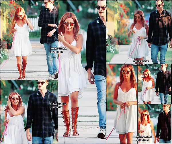 02.08.2015 - Ashley et Christopher faisant la promenade à Maui dans Beverly Hills