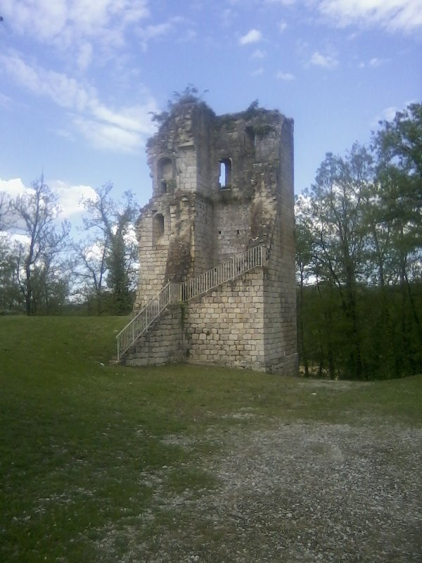 la tour des templiers a gimbrede