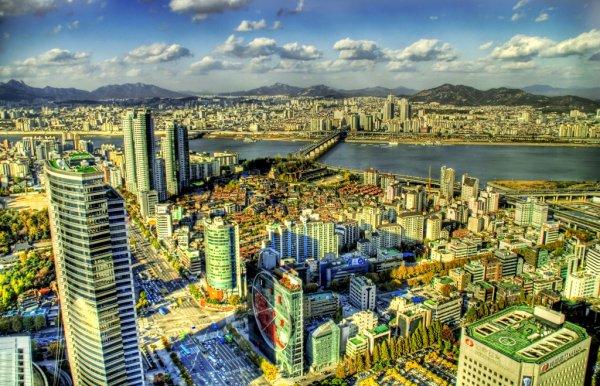 Chapitre UN __ Séoul ... Capitale de la Corée du Sud. C'est ma ville. Notre ville.