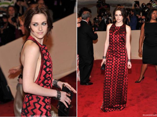 03/05/2011,Kristen au MET GALA .K.STEWART☼ Perso,je n'aime pas trop cette robe,mais Kristen la porte a merveille,elle est merveilleuse.♥