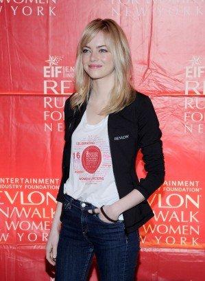 Le 4 mai dernier, Emma en compagnie de Olivia Wilde était au 16eme Annual EIF Revlon Run Walk For Women. Toute souriante, elle est magnifique.